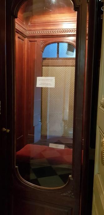Un des premiers ascenseurs