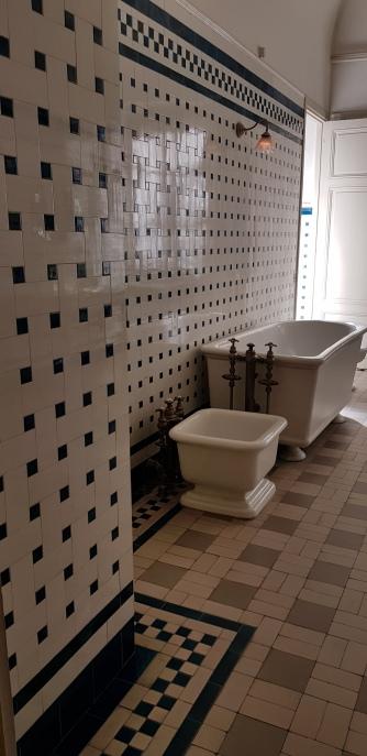 Une sazlle de bains moderne et hygiénique